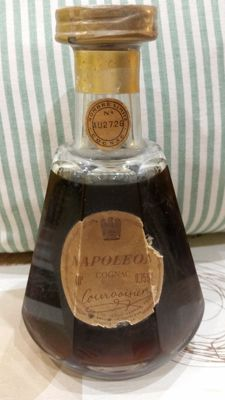 Courvoisier, Napoléon Old Liqueur Cognac - Baccarat decanter no. AU 2726 more than 30 years in the cellar.