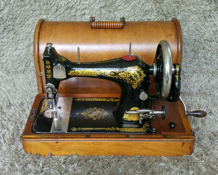 Singer 28 - Antique Sewing Machine - USA - 1909