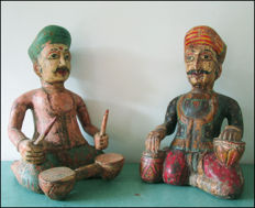 2 large decorative wooden statues of Indian drum players in traditional outfit (height 39 cm)