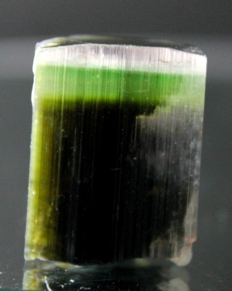 Beautiful terminated tri-colour tourmaline crystal. - 21x16x15 mm. - 50 ct.
