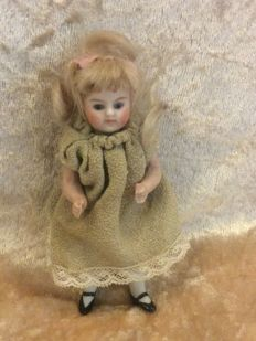 German all-bisque doll House doll, 9 cm, with fixed blown blue eyes