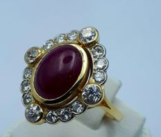 18 Ct Antique Ring With Large Size Natural Cabochon Ruby & Diamonds