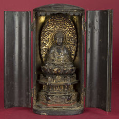 Butsudan / house altar with sitting Buddha on lotus leaf - Japan - 19th century