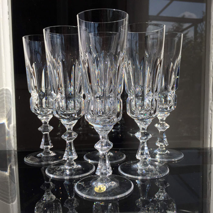 Lot consisting of 6 champagne flutes in fine Peill crystal