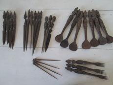 Cutlery in carved wood