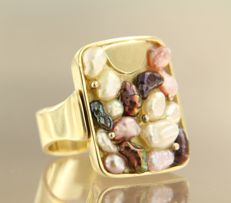 14 kt yellow gold ring set with various colours of cultured pearls,  ring size: 16.5 (52)