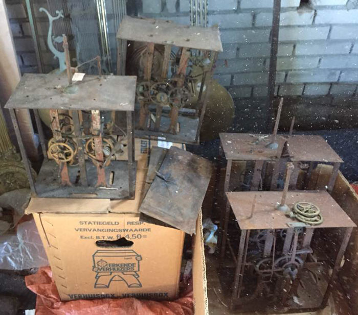 4 comtoise clocks, partially dismantled
