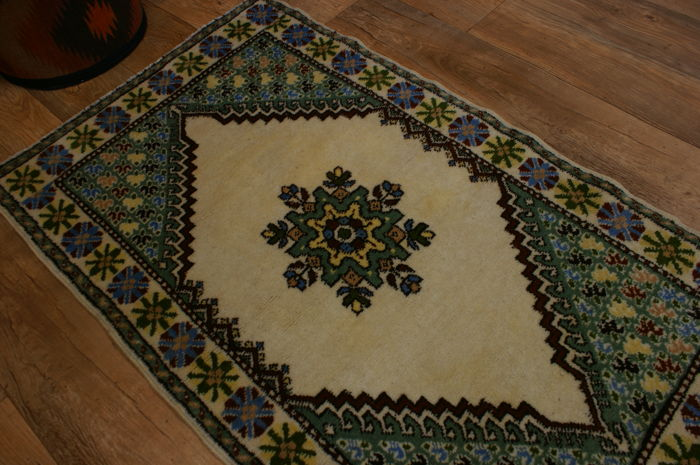 Handwoven original Moroccan carpet oriental approx. 138 x 82 cm, good condition, antique