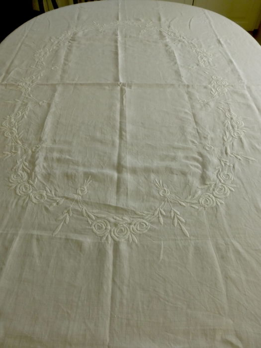 Antique linen tablecloth embroidered with roses and open work + 2 x centrepiece open work and embroidered