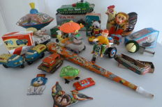 China / W. Germany / India - Several dimensions - Lot with 22 pieces of tin toys with clockwork motor or mechanism, 1960s/90s