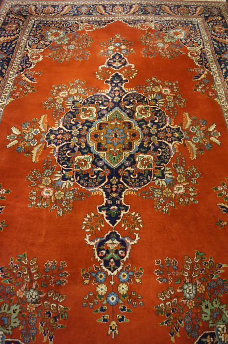 Magnificent handwoven Indo Sarough Saruk Sarough 205 x 298 cm made in India end of the 20th century