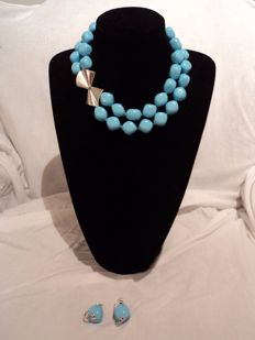 Set of 2-strand necklace and earrings in regenerated turquoise and 18 kt white gold
