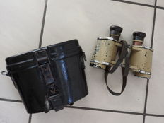Wehrmacht original 6 x 30 Dienstglas cag in TAN color (with carrying strap dated 1943) and with bakelite carrying case
