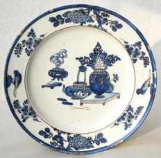A very pretty Marseille faience delftware plate, 17th century