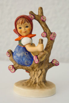Goebel Hummel 141 3/0 - Apple tree girl