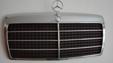 Mercedes Benz - Chrome radiator grill W124 E200- E500