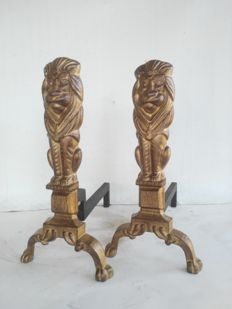 Large pair of bronzed andirons with rods in cast iron, England, 1900