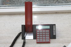 Design Bang & Olufsen -- BeoCom 2500 phone with stereo and TV module for volume adjustment