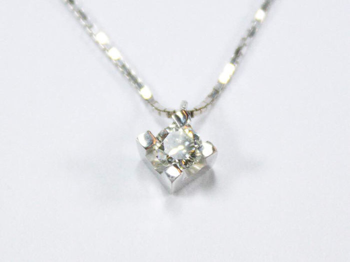 Point of light pendant with 0.40 ct diamond (G/VVS) and 18 kt white gold necklace