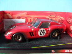 Hot Wheels - Scale 1/18 - Ferrari 250 GTO #24