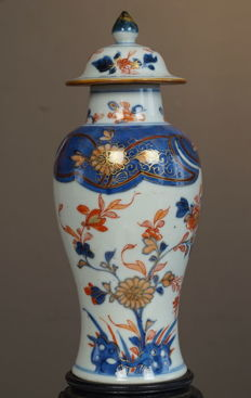 Large Imari vase and cover - China - ca. 1750
