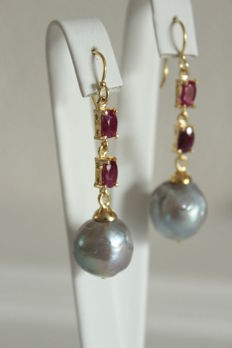 Silver earrings with natural rubies and baroque pearls – Length: