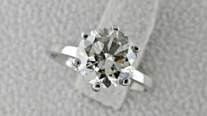 2.14 ct round diamond ring made of 18 kt white gold - size 5,5