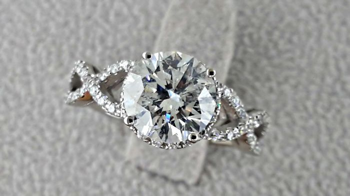 2.68 ct  round diamond ring made of 14kt white gold - size 7,5
