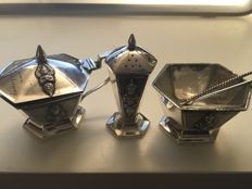 "Vintage ornate quality Sterling silver ""THAINAKON"" SIAM five piece condiment set circa - 1920 MV TRAITREUNG"
