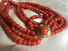 Antique precious coral necklace, 100% genuine precious coral, pristine, original, beautiful, Gold Clasp.  With one Large Precious Coral, 82 grams.