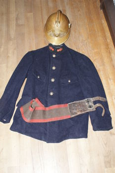 uniform of firefighter from 1910 1920 jacket, belt and helmet of that time