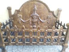 Antique cast iron plate and bronzed grate for fireplace - Italy, late 19th century