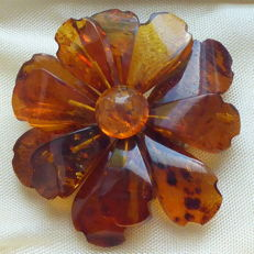 Large Baltic amber vintage flower brooch
