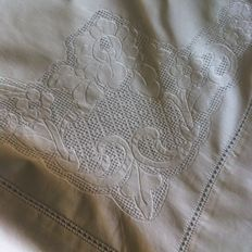 Elegant sheet in peahole unstitched hem - hand embroidered