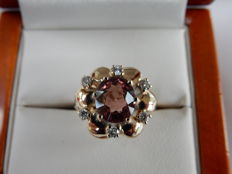 14kt gold ring in a shape of a flower with Pink Tourmaline and 0,17ct Diamond - size 11