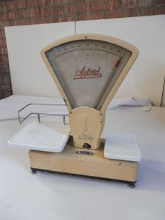 Old shop scale Astrid