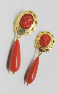18 kt yellow gold earrings - red corals