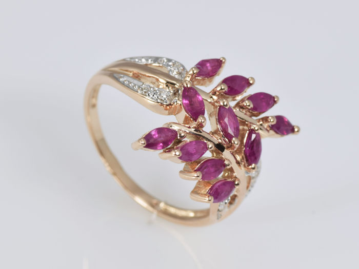 Ring 14 kt gold with Rubies and  Diamonds • No reserve price •
