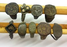 Medieval bronze rings decorated - 16, 17, 18, 18, 18, 19, 20, 21, 22 mm (9)