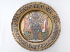 Painted brass commemorative dish 100 years independence The Netherlands 1913