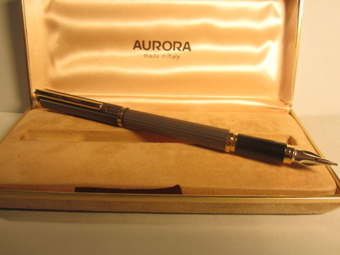 "Rare and refined Aurora fountain pen ""light grey"" in perfect condition"