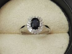 18 kt gold ring with diamonds and oval Sapphire of 1.14 ct - Size 14, adjustable