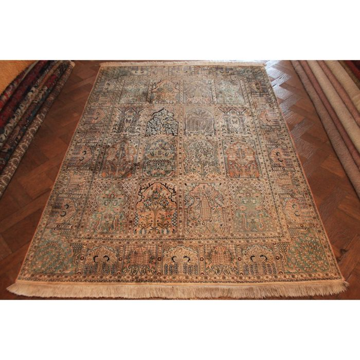 A magnificent handwoven silk carpet, Kashmir silk Qom field pattern, natural silk, 220 x 160 cm, made in Kashmir