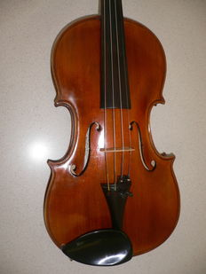 Valued violin by Herbert Roth, 1960, beautifully detailed manual work