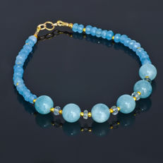Aquamarine bracelet with Sapphires – Length 20 cm, 18kt/750 yellow gold clasp - External length (incl. clasp)/weight: ~ 20 cm /  8.1 gr.
