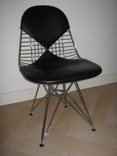Charles & Ray Eames by Vitra – wire chair DKR2