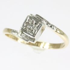 Bicolour gold vintage diamond ring - **No reserve price**