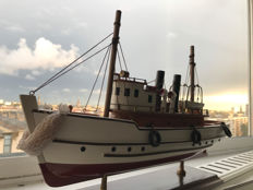 High-quality tugboat model - In wood and metal - Dim: 46 x 28 x 10 cm