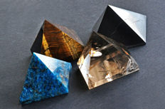 A fine collection of various mineral pyramids - 5 to 6.2 cm - 541 gm (4)