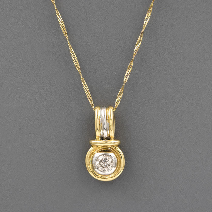 Choker with pendant featuring a circular design in yellow and white gold (750 kt) with a 18 ct brilliant-cut diamond of 0.40 ct (approx.)